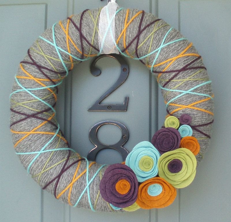 love the colors of this wreath!!