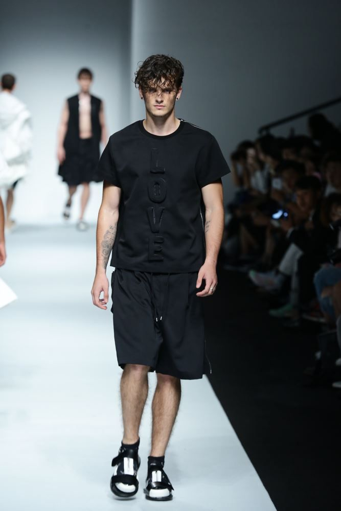 Feng Chen Wang Spring/Summer 2016 - Shanghai Fashion Week | Male Fashion Trends
