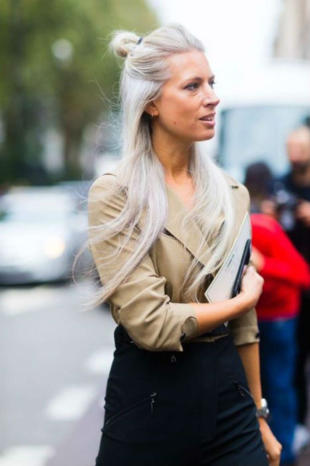 Coupe courte cheveux gris en 2019