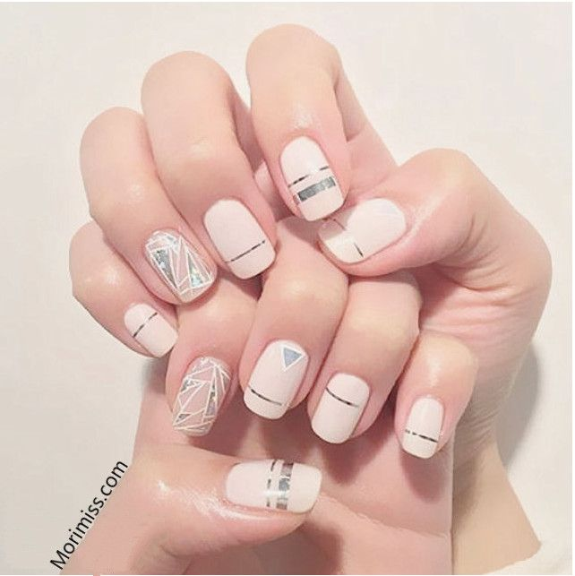 This Type Of Nail Art Is One Of My Favorite Style Simple But Eye Catching Nail Art Style Summer Korean Fashion Korean Nails Nails Minimalist Nails