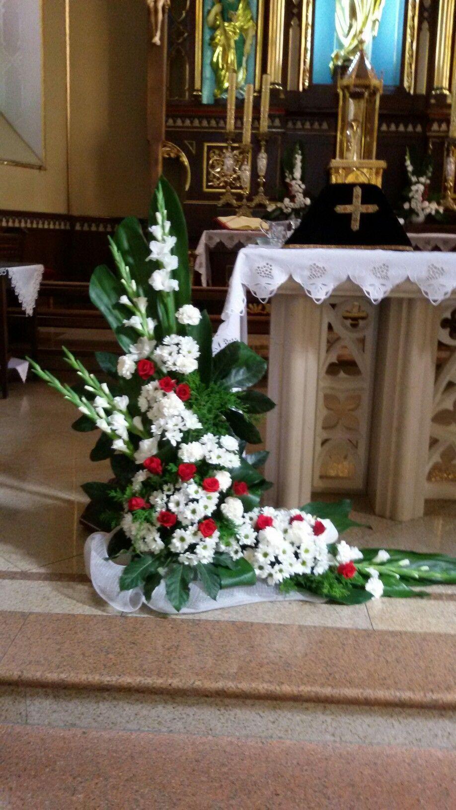 Kwiaty I Ozdoby W Kosciele Alter Flowers Church Flowers Funeral Flowers T Christmas Flower Arrangements Large Flower Arrangements Church Flower Arrangements