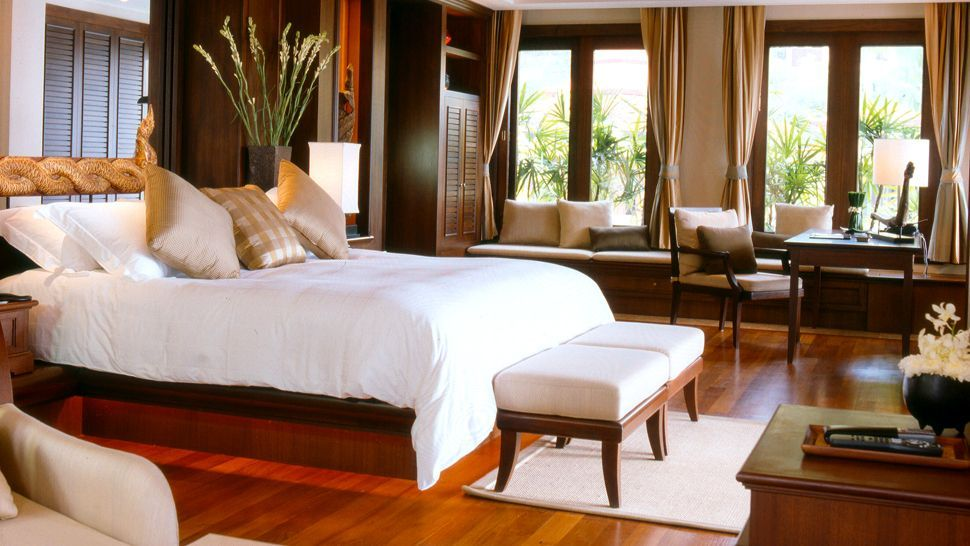 Contemporary tropical resort interiors luxury hotels for Luxury hotel bedroom interior design