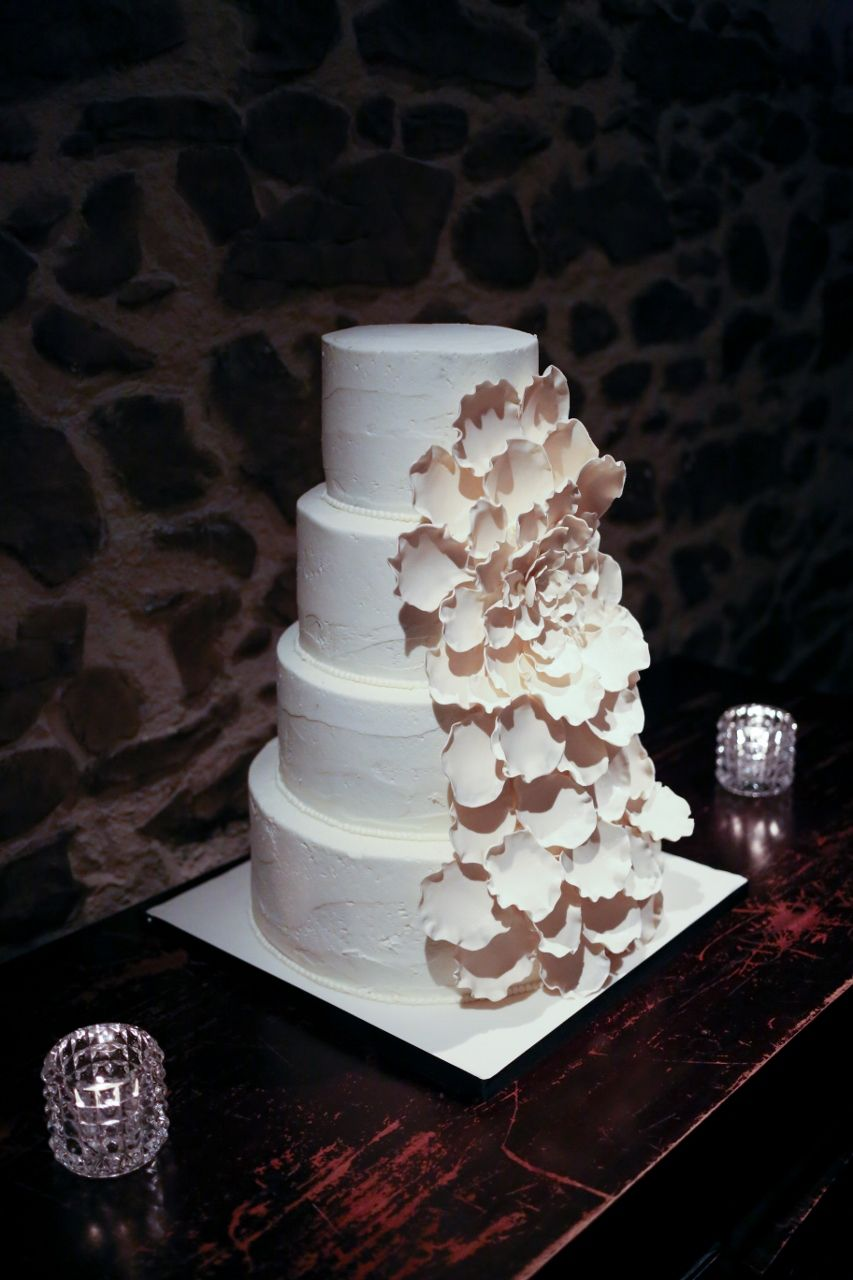 One of my personal favourites: the cascading flower wedding cake!