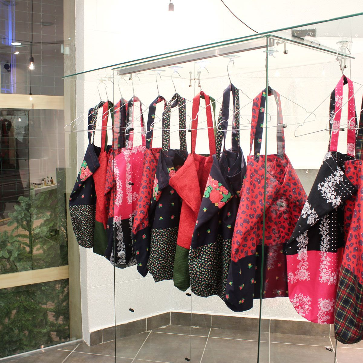 Vintage capsulle + Arropame's New Edition. #arropame #conceptstore #bilbao #vintage #fashion #shopping #gifts #regalos http://arropame.com/nada-es-mas-valioso-que-aquello-que-el-resto-no-puede-encontrar/