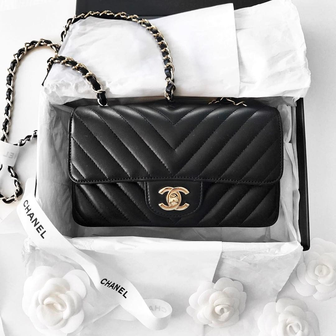 80598d433c5f Chanel Chevron Mini Flap bag | pinterest: @Blancazh | Bags I Do ...