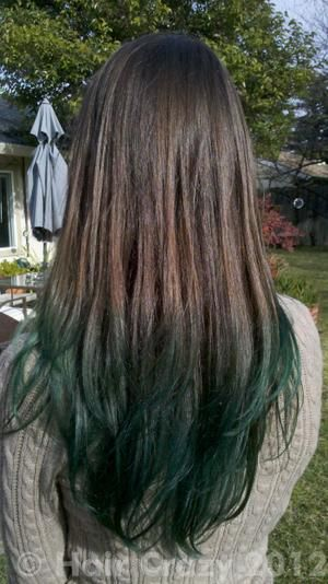 Dark Green Dip Dye Looks Like They Did It Without Bleaching