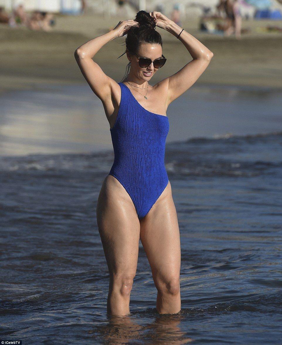 Hollyoaks Babe Jennifer Metcalfe Showcases Her Curves