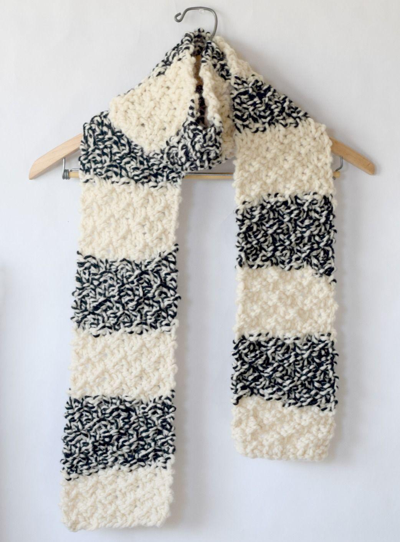 Winter Nights Easy Knit Scarf Pattern | Cuellos tejidos, Chal y ...