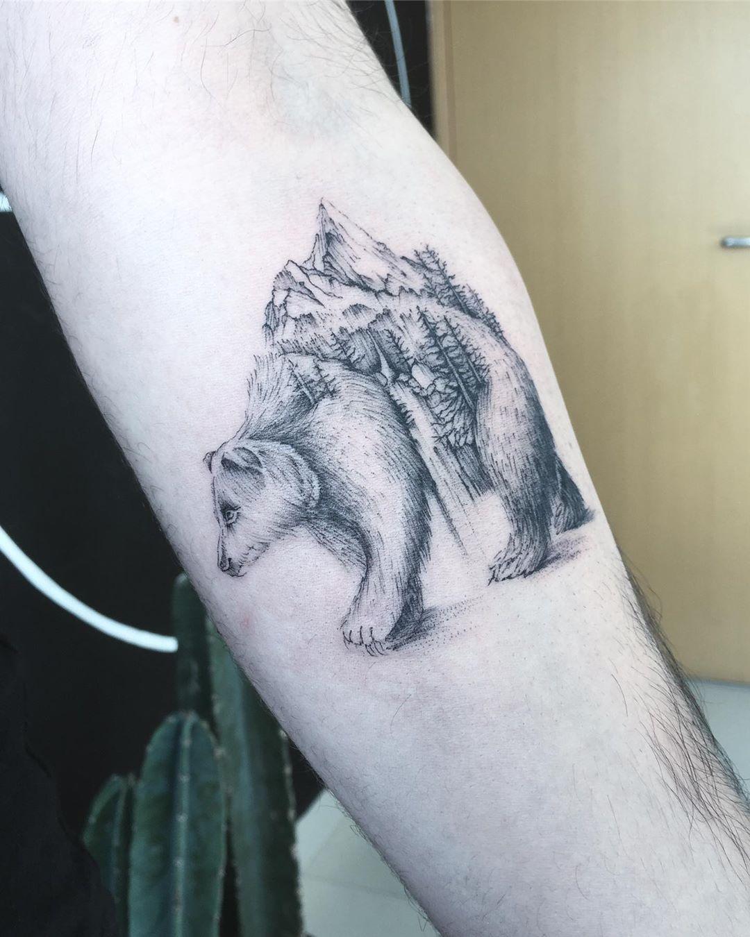 A ursa mãe 🐻♥️ Agendamentos são feitos através do WhatsApp 958771783 • • • #bear #beartattoo #bearillustration #ursotattoo radtattoo #darkartists #tattoo2me #wctattoo #dreamstattoo #instattoobr #tattoodo #inspirationtattoo #t4ttoois #ink2u #tattooist #tattrx #thebesttattooartist #inkstinctsubmission #equilattera #galeriatattoo #tattooworkers