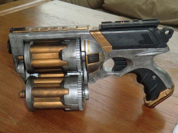 BrittLiv - Nerf Maverick customizada con tres cargadores rotatorios