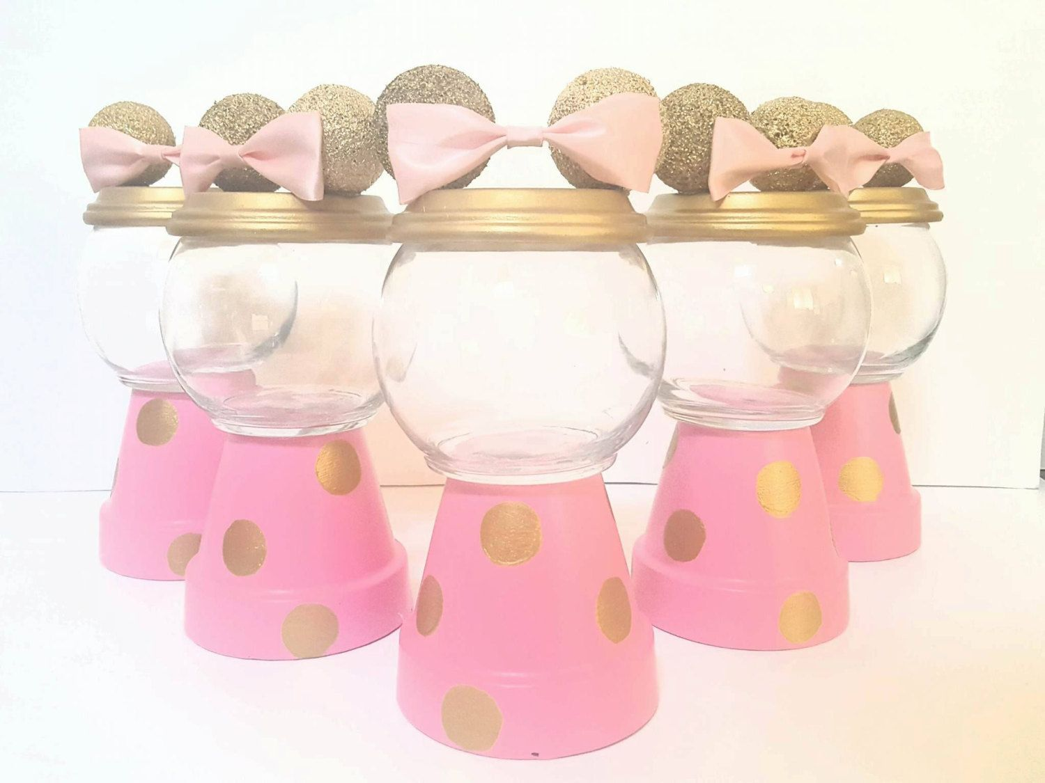 These elegant minnie mouse centerpiece in gold pink is