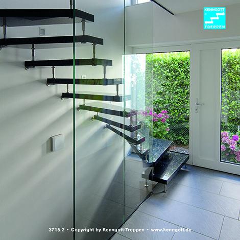 Kenngott treppe stufen galaxyblack mit ganzglasgeländer freitragende kenngott treppe stufenmaterial galaxyblack granit