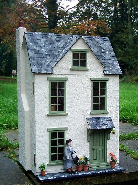 Julie's dolls house blog: 1/12th Scale 'Acorn Cottage'