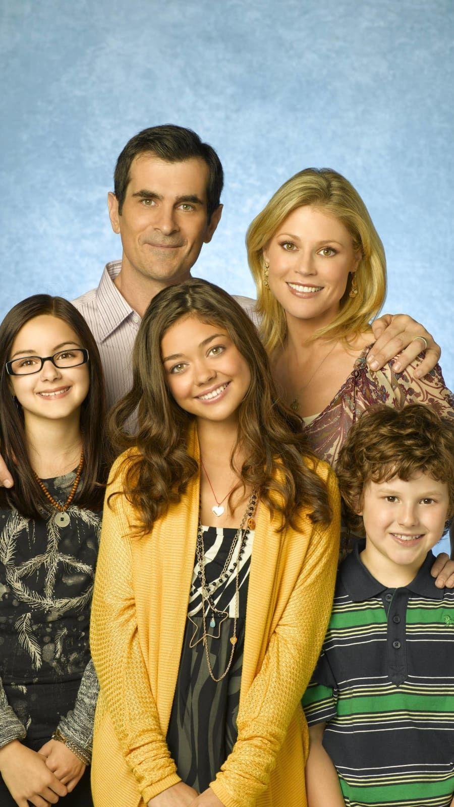 Abc S Modern Family Stars Ariel Winter As Alex Ty Burrell As Phil Sarah Hyland As Haley Juli In 2020 Modern Family Phil Modern Family Luke Modern Family Haley