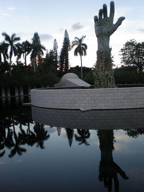 Escultura en #Miami que conmemora el Holocausto.