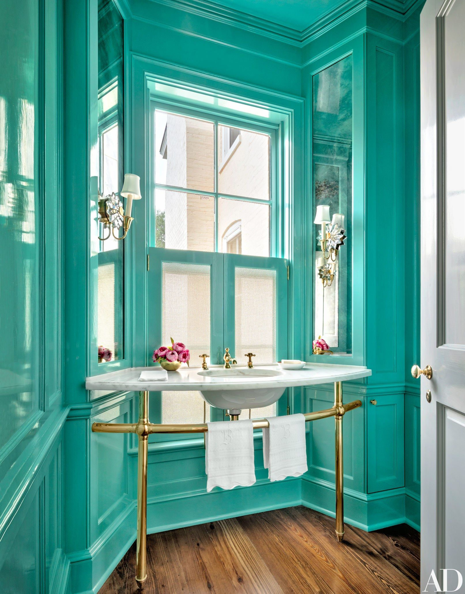 GroBartig Luxus Badezimmer · Türkis · A Powder Room With Turquoise Walls With A  Lacquer Finish And Brass Sink Fittings | Archdigest
