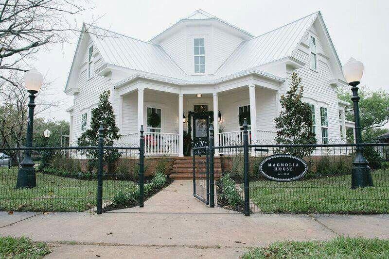 Magnolia House Waco Tx Chip Joanna S Magnolia Bed And