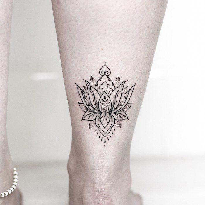 Lotus Tattoo An Der Wade Kleine Blumen Tattoos Fur Frauen