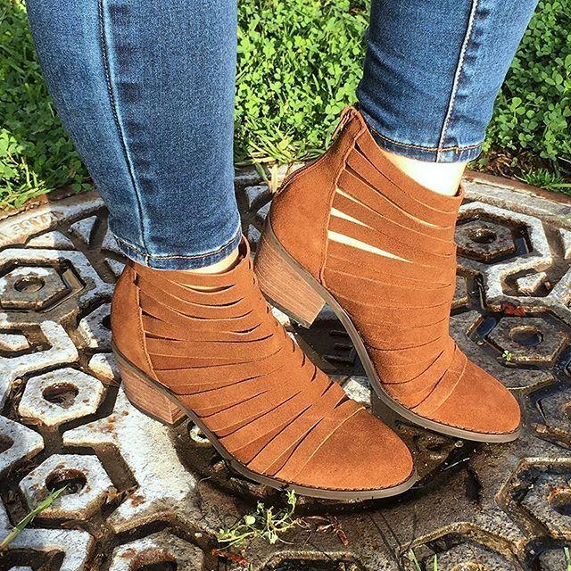 Carlos Santana ☀️ VANNA #cutoutboots #anklebooties #streetstyle #springboots