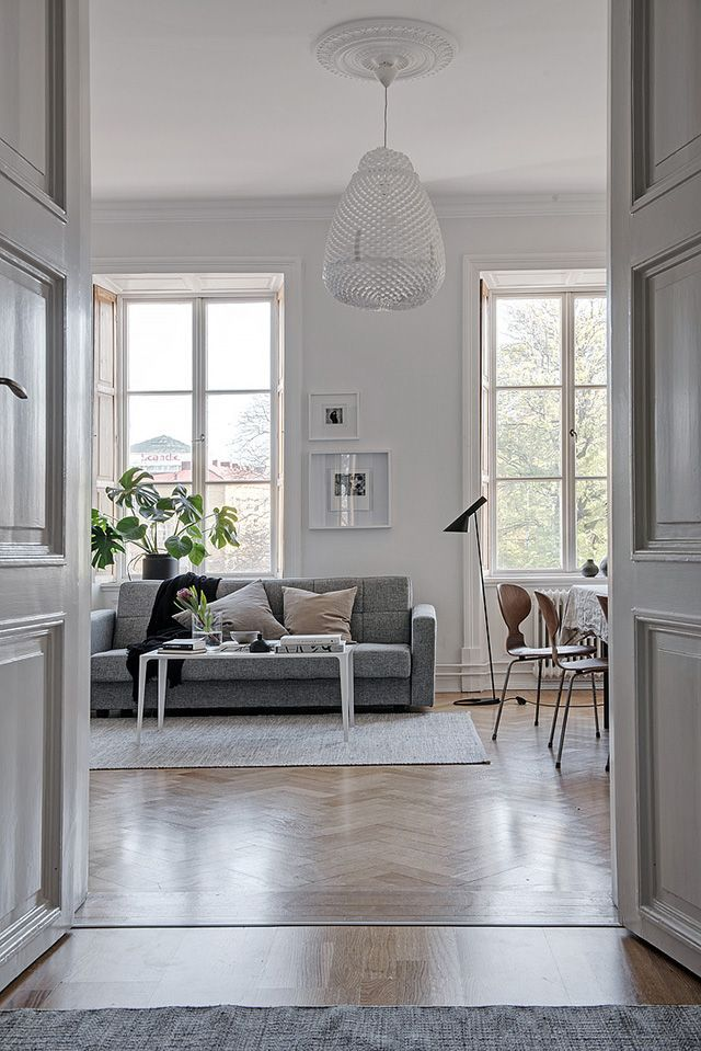 Located in old Gothenburg, this stunning apartment features beautiful big windows overlooking the area's Canal and Garden Society. The spacious living room and dining area is a standout for me, partic
