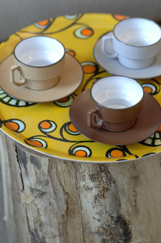 Graphic Daisy Tray (hand pressed birchwood) with vintage cups (design Mariska Meijers)