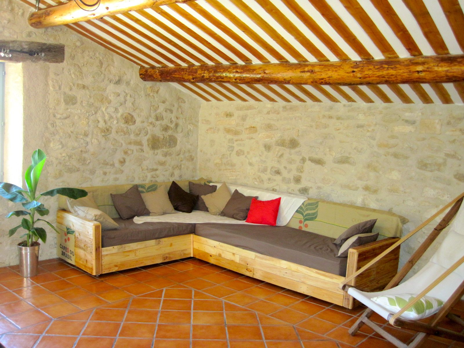King Size Sofa Made Out Of Pallets Pallet Ideas