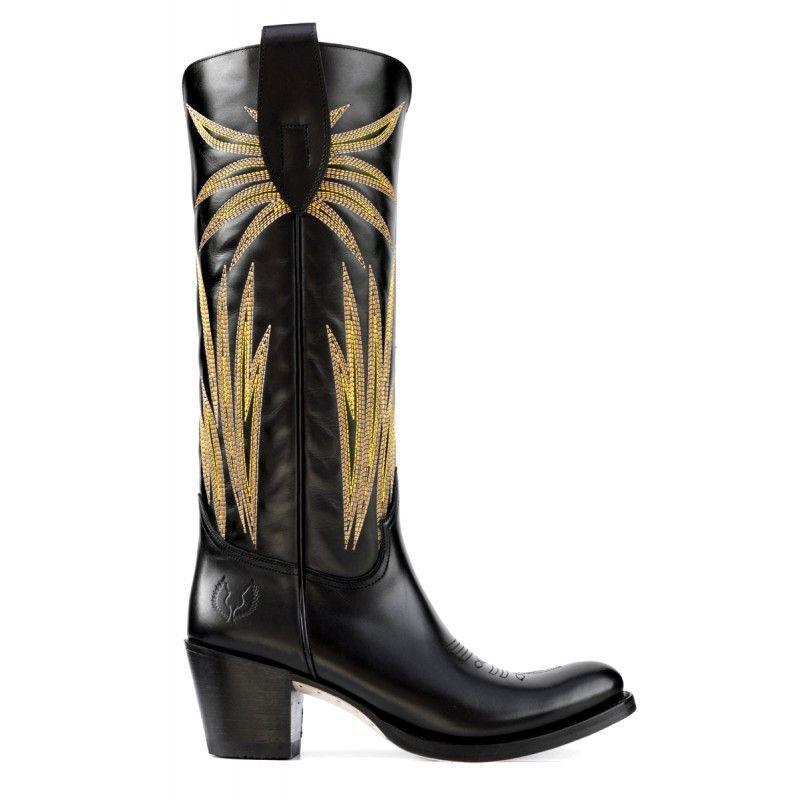 75ce62898 Botas vaqueras clásicas. Estas típicas botas de siempre han vuelto para  quedarse en formato más alto y con plantilla confort.