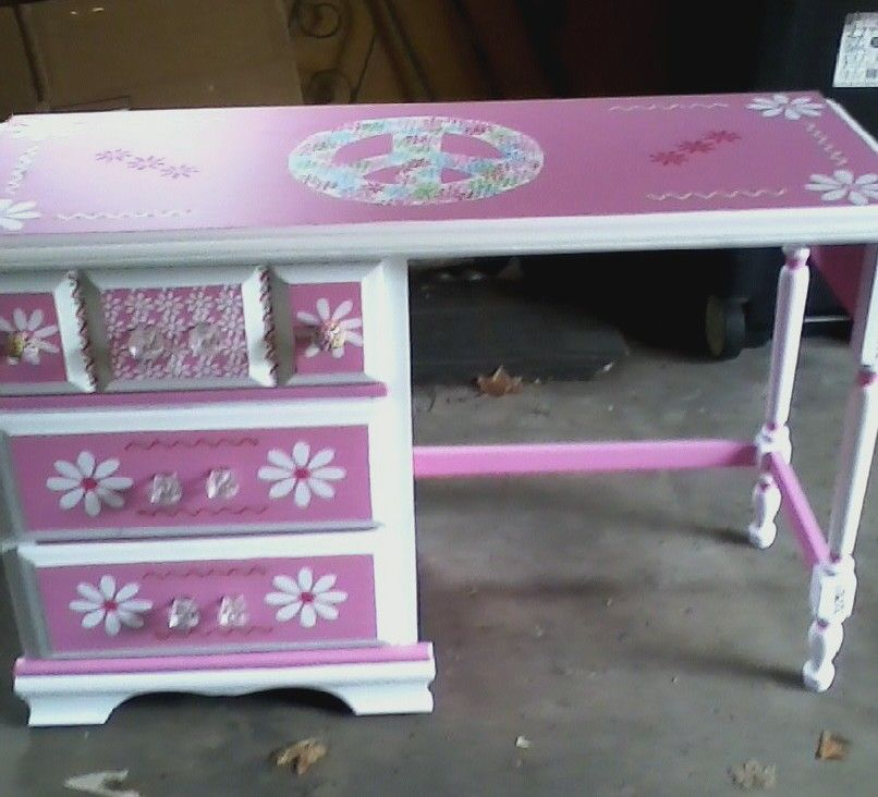 Desk for Miss Vanesa (after painting it)