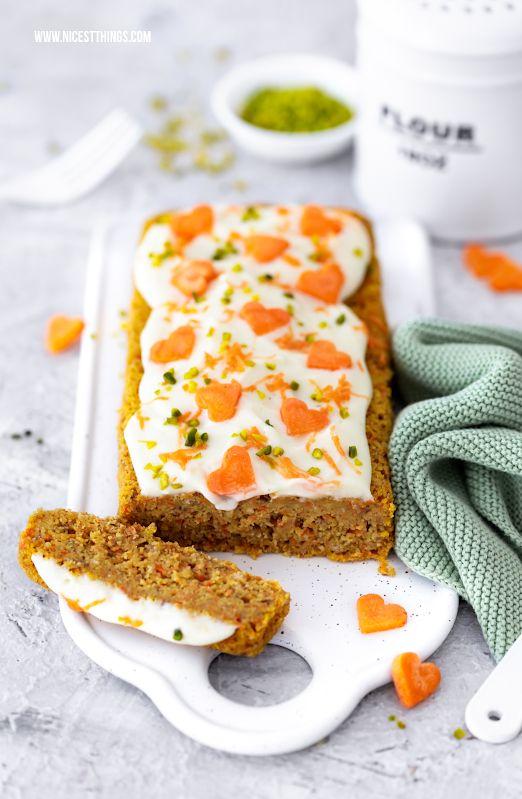 Karottenkuchen ohne Mehl, kalorienarm, mit Frosting - Nicest Things