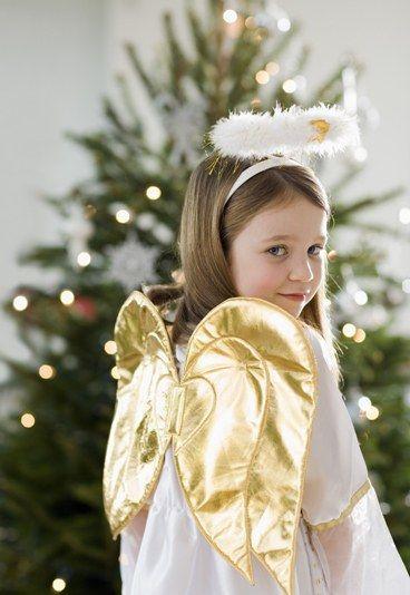 Trois Anges Sont Venus Ce Soir Les Paroles De Trois Anges Sont Venus Ce Soir Chants De Noel Les Paroles De Ch Christmas Colors Christmas Themes Christmas