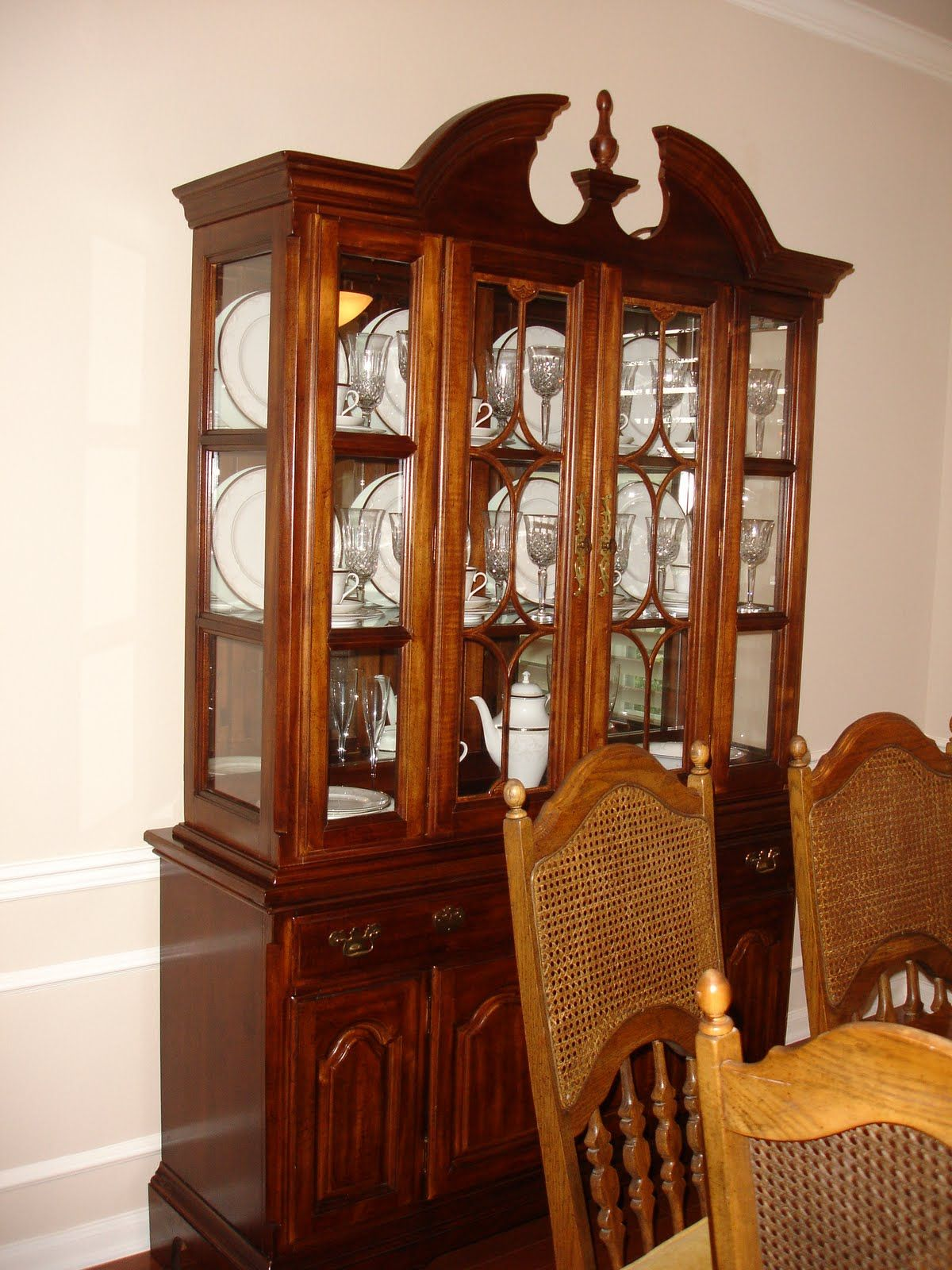China Cabinet display (With images) | China cabinet ...