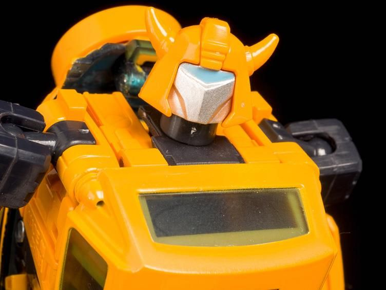 TAKARA TOMY Transformers MASTERPIECE MP 21 BUMBLEBEE Action Figure in stock