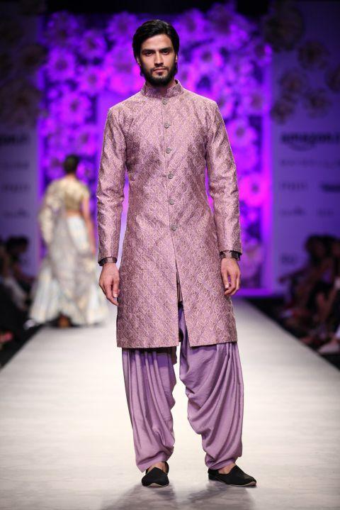 Siddartha Tytler at Amazon India Fashion Week Spring/Summer 2016 #AIFW2016 #summerness #mennesslife #SS2016 #mensfashion2016 #men #realmen #desimen #meninPink #Pinkmen #mens #mennesslife