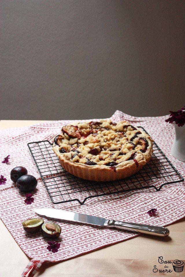 German Plum Cake with Streusel: I cannot avoid being surprised by the fact of such a simple cake tasting so good. The sour taste of the baked plums, the fluffy cake and the crunchy Streusel make this German traditional cake irresistible, specially if you eat it a  bit warm, mmmm…
