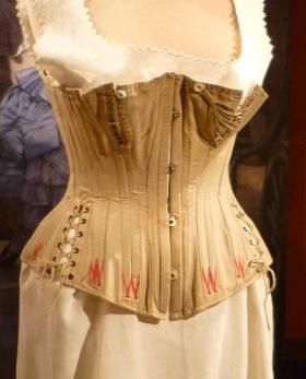 Another view of the 1887 Nursing corset From the Le corset ou l'elegance exhibit at the Musee municipale de Vire  http://clioweb.canalblog.com