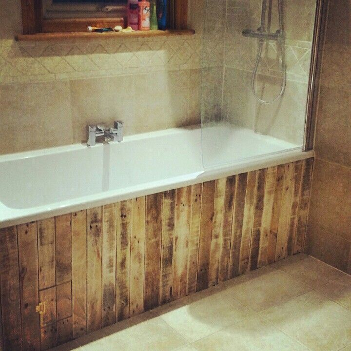 Rustic bath panelling with used pallets angela for Bathroom wall cladding ideas