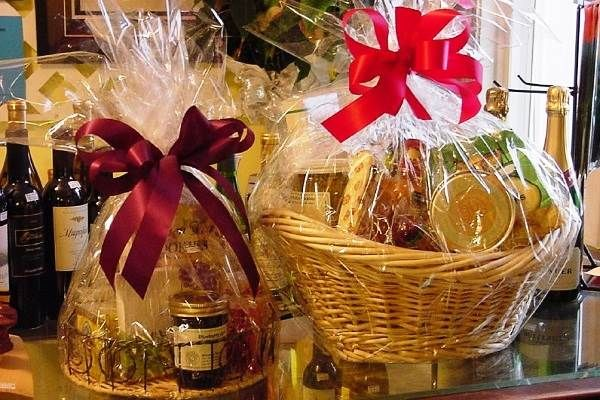 You can present a gift basket stuffed with various food items or personalized theme items and the best part is, it can be customized according to one's taste or interest.