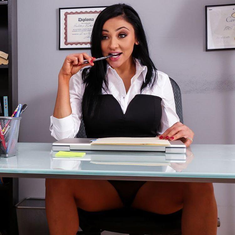 Hetero handjob girl