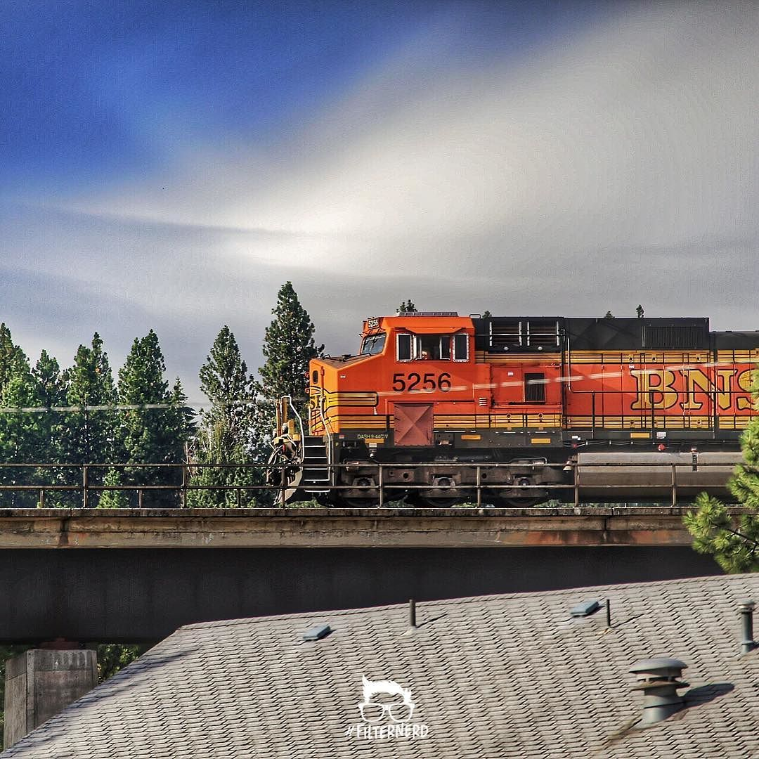 Just happened to be in the neighborhood when @bnsfrailway rolled through! #FilterNerd