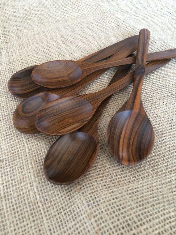 Cucharas de madera juego de mesa de 2 cucharas mano por AzoteaHome ...