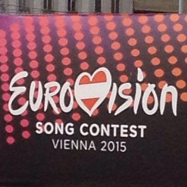 Und jetzt erkläre mir jemand: Warum hat das 2. i einen Punkt aber das erste nicht? #Wien #OomenTour2015