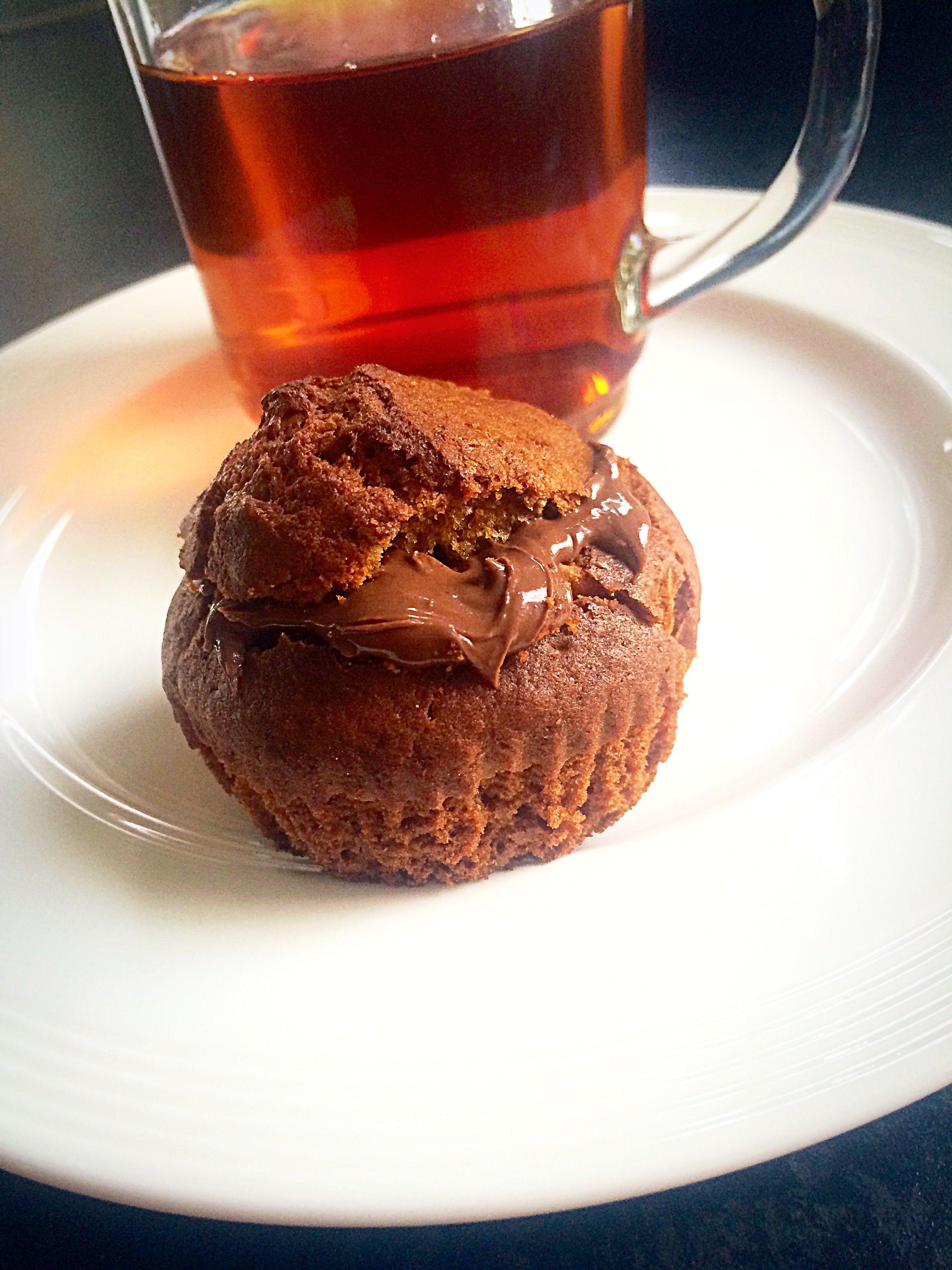 """Vandaag is het """"Nutelladay"""" yummm dit was voor mij de reden om deze cupcakes met jawel 'Nutella' vulling te maken :) Benodigdheden: - 150 gram speltbloem -"""