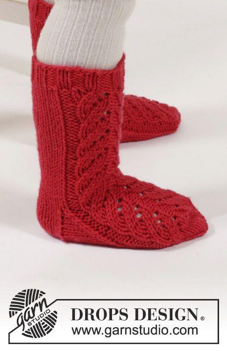El conjunto se compone de Mono corto de punto DROPS, calcetines y ...