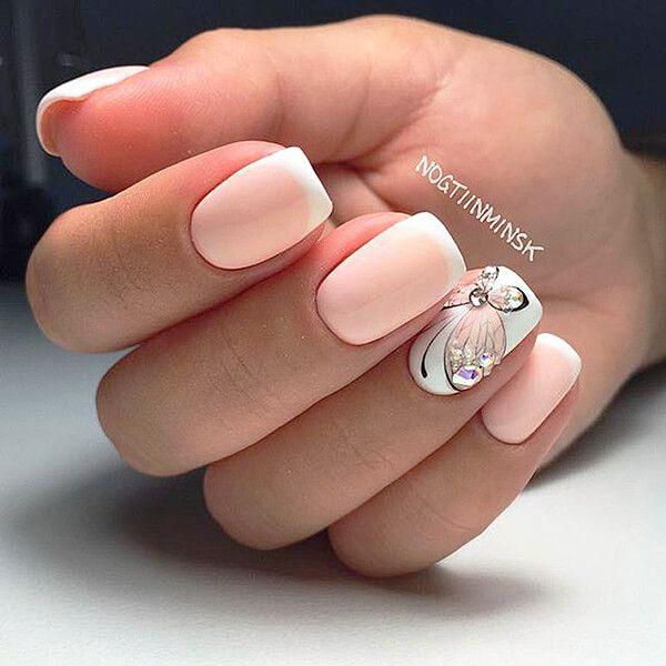 Френч на ногтях с бабочками