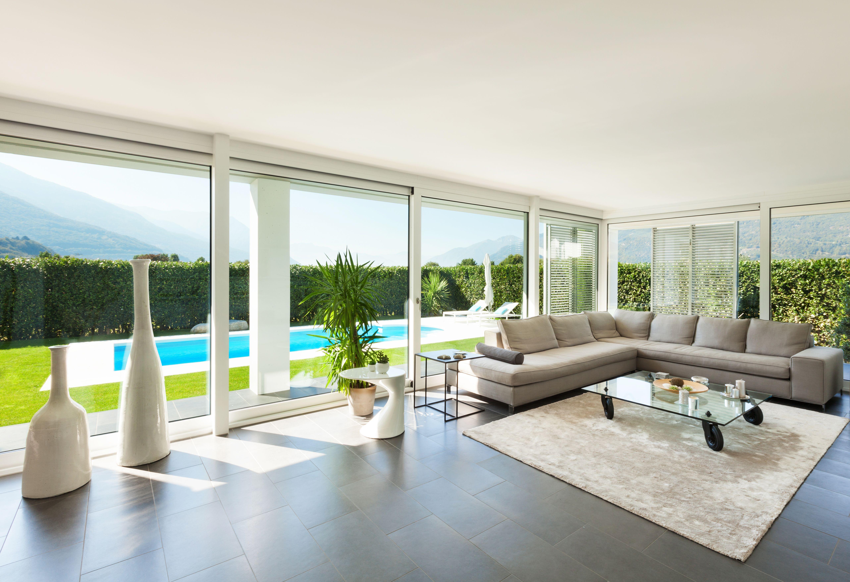 Laissons entrer le soleil... Un salon épuré, design et contemporain ...