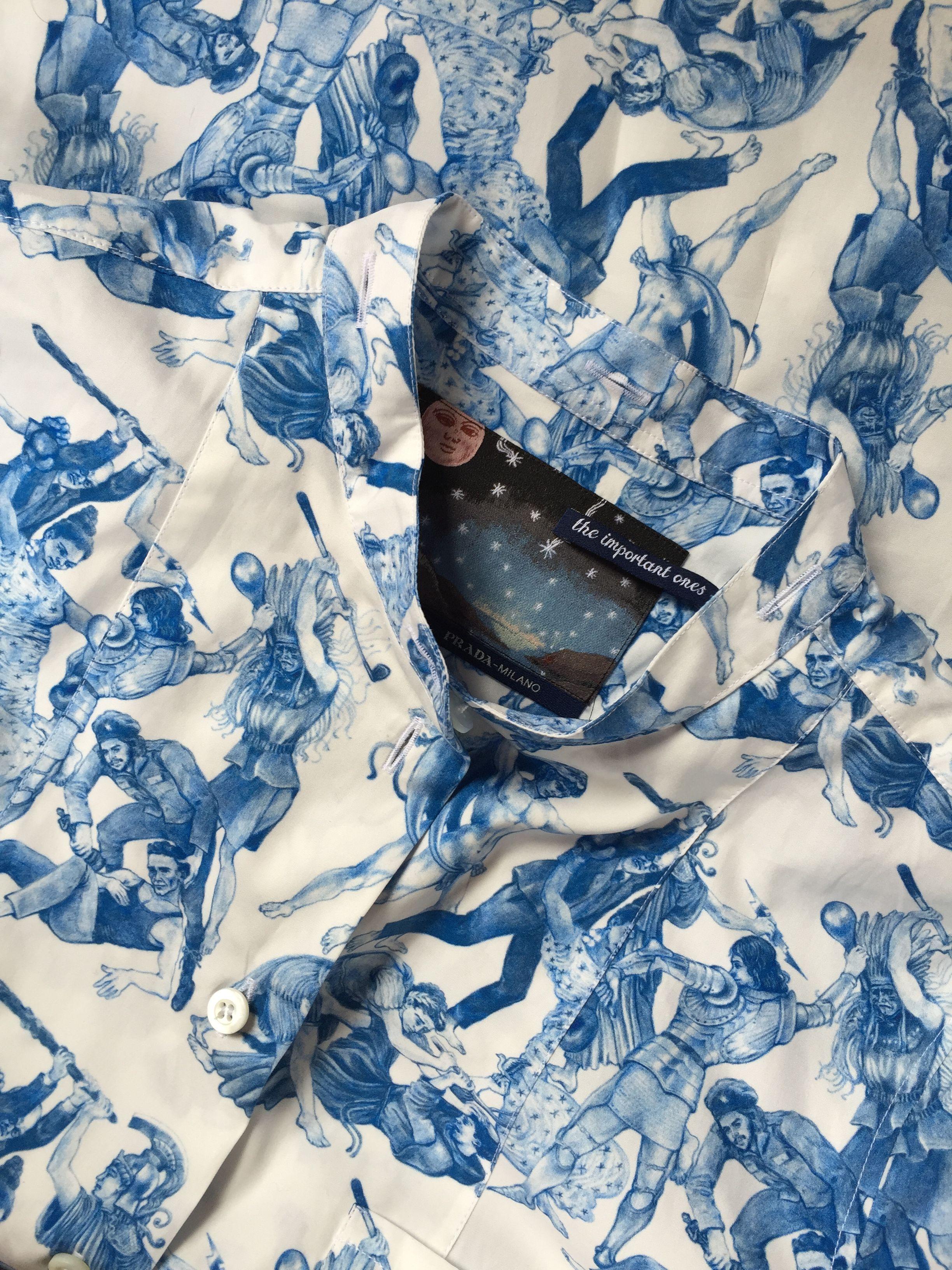 Le dessin et les bleus de cette chemise sont splendides; Nina Simone, Che Guevara, Freud, Jeanne d'arc...bravo Christophe Chemin!
