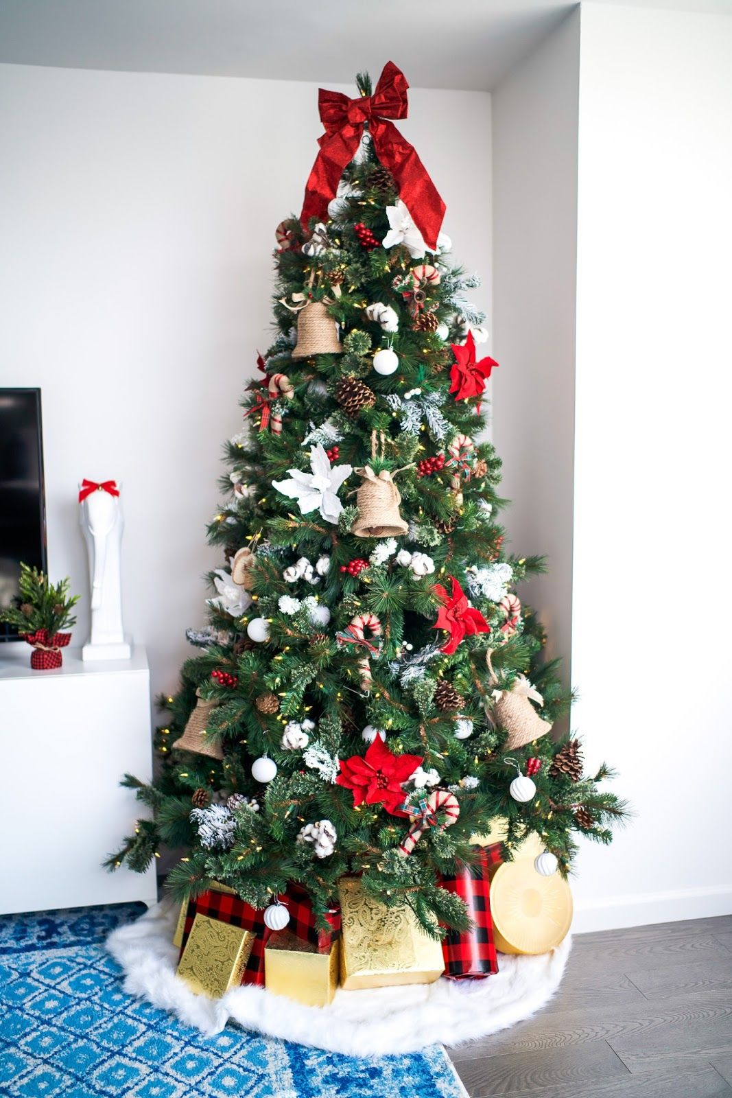 My Christmas Tree How I Decorated The Apartment Covering Bases Fashion And Travel Blog New York City