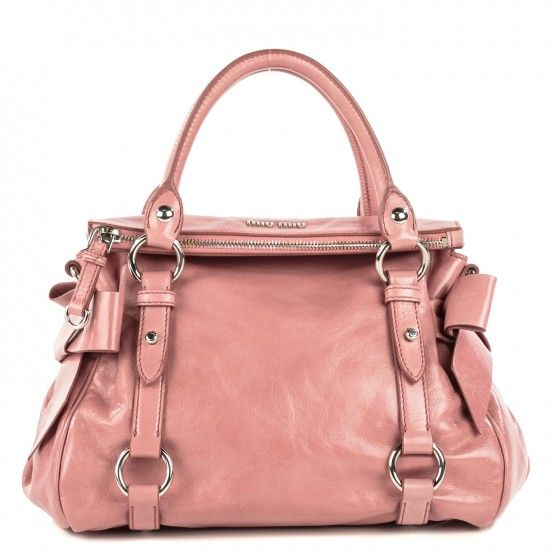 84fd10f287d9 This is an authentic MIU MIU Vitello Lux Mini Bow Bag in Loto. This stylish  tote is crafted of glazed calfskin leather in light pink.