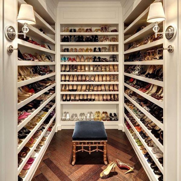 Cuidar bem dos sapatos é essencial para conservá-los por mais tempo. Mas será que todas nós sabemos a maneira mais adequada de fazer isso? Temos algumas dicas no nosso blog! www.lizel.com.br