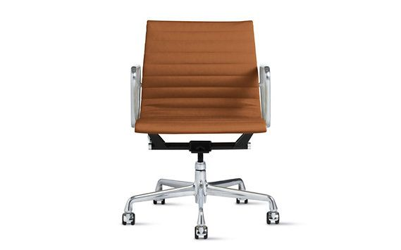 Eames Aluminum Management Chair - Vicenza Leather, Apple